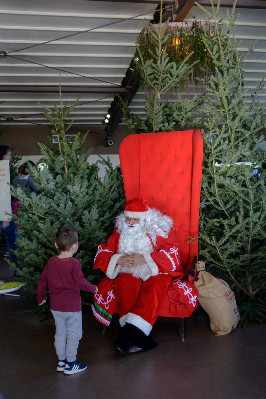 Ο Άγιος Βασίλης με τα δώρα