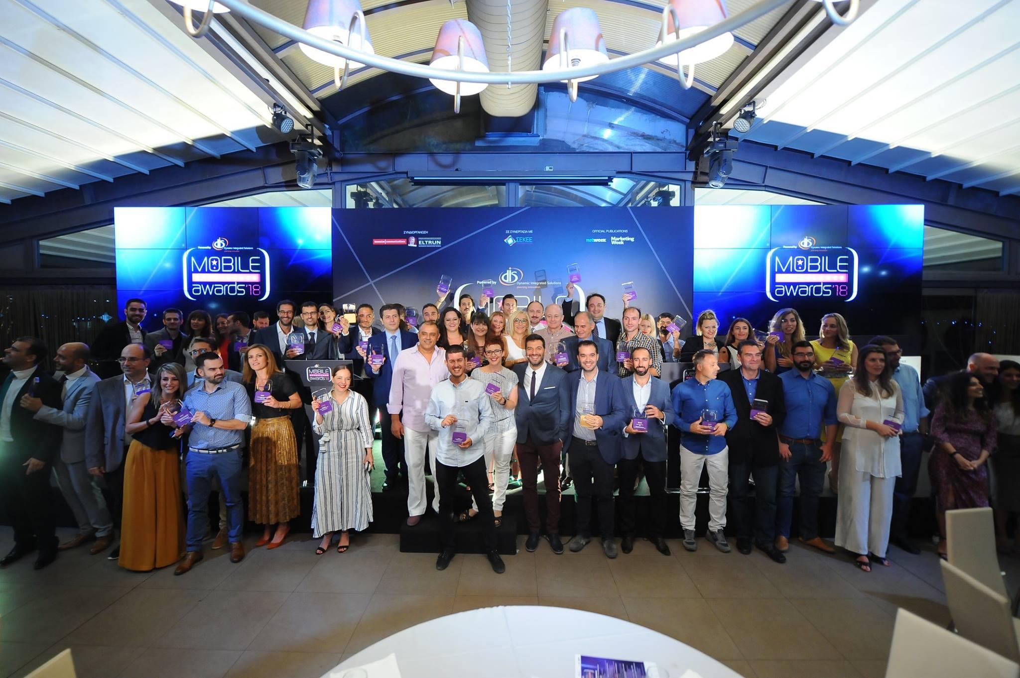 Η αναμνηστική φωτογραφία με τους νικητές των βραβείων Mobile Excellence Awards στο Anais Club