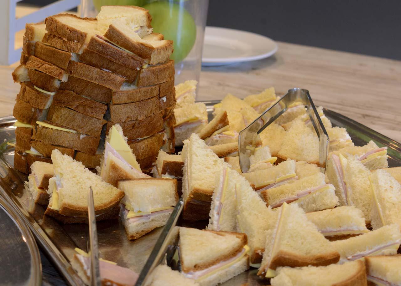 thematika party aeroporos aeroplana mpompes sandwich